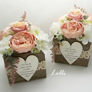 Vintage rózsás szülőköszöntő selyemvirágdobozok párban, Esküvő, Emlék & Ajándék, Szülőköszöntő ajándék, 13x13x20cm /virágokkal együtt 20cm magas/ méretű szülőköszöntő ládikók,  elejükön feliratos fa szíve..., Meska