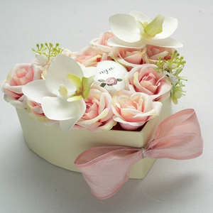 """Fehér orchideás szív virágdoboz - kicsi, Otthon & Lakás, Dekoráció, Csokor & Virágdísz, Szív dobozban, barackos rózsák, fehér orchideák, és egy fa szív kézzel írt """"Anya"""" felirattal. Mérete..., Meska"""