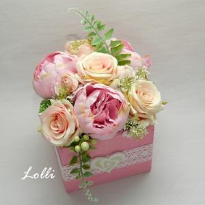 Rózsaszín rózsás virágdoboz, Otthon & Lakás, Dekoráció, Csokor & Virágdísz, 13x13x11cm /virágokkal együtt 18cm magas, és 15cm átmérőjű/ méretű ládikó csodás rózsaszín rózsákkal..., Meska