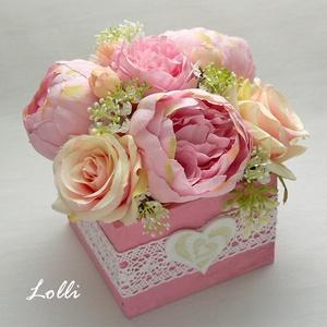 Rózsaszín rózsás virágdoboz, Otthon & Lakás, Dekoráció, Csokor & Virágdísz, 9x9x8cm /virágokkal együtt 13cm magas, és 13cm átmérőjű/ méretű ládikó csodás rózsaszín rózsákkal és..., Meska