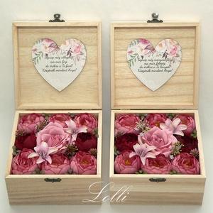 Mályva rózsás selyemvirág szülőköszöntő virágdobozok párban, Esküvő, Emlék & Ajándék, Szülőköszöntő ajándék, Virágkötés, Decoupage, transzfer és szalvétatechnika, A szöveg nem módosítható!\nNagyon elegáns, nagy méretű szülőköszöntő virágdobozok szöveggel a belsejü..., Meska