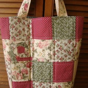 patchwork bevásárló szatyor, NoWaste, Bevásárló zsákok, zacskók , Táska, Divat & Szépség, Táska, Szatyor, Patchwork, foltvarrás, Zöld-bordó patchwork bevásárló szatyor\nTűzött foltmunka: pamut fedlap, töltőflíz és választható bélé..., Meska