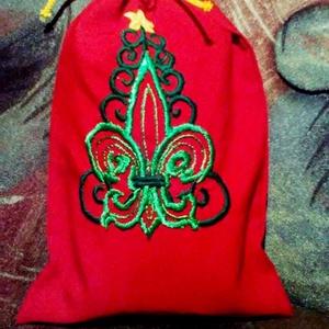 Mikulászsák kézi hímzéssel, Dekoráció, Otthon & lakás, Ünnepi dekoráció, Karácsony, Ajándékzsák, Karácsonyi dekoráció, Hímzés, Kézzel hímzett mikulászsák. Mikulás-piros anyagon népi hímzésmotívummal. \n\nmérete: 35x20 cm\n\nPostakö..., Meska
