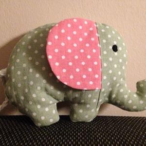 Elefánt, Gyerek & játék, Baba-mama kellék, Varrás, Marok elefántot készítettem, melyet a szokásos tömőanyag mellett zörgős celofánnal béleltem.\nA csill..., Meska