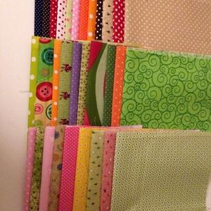Vágott textil anyag kezdő varrónőknek., Textil, Anyagcsomag, Varrás, Kezdő varrőnőknek, patchwork szerelmeseinek kínálok különböző színű,  vágott anyagokat 30x30 cm nagy..., Meska