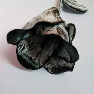 Rózsa kovácsoltvasból, Csokor & Virágdísz, Dekoráció, Otthon & Lakás, Fémmegmunkálás, Kovácsoltvas, Nagyobb méretű, gyönyörű kovácsoltvas rózsa.\nMatt fehér festésre került a fekete antikolás.\n\nHossz: ..., Meska