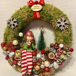 Karácsonyi kopogtató, Karácsony & Mikulás, Karácsonyi kopogtató, Mindenmás, Újrahasznosított alapanyagból készült termékek, Gyönyörű, termésekkel, és egyéb kiegészítőkel díszített karácsonyi kopogtató.\nAz alapja szalma koszo..., Meska