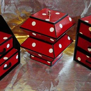 PIROS PÖTTYÖS ékszerdoboz / írószertartó szett /fekete alapon/, Ékszerdoboz, Ékszertartó, Ékszer, Papírművészet, Piros alapon fehér pöttyös mintájú doboz szett.\n\nKartonpapírból készült, TARTÓS, igényesen kialakíto..., Meska