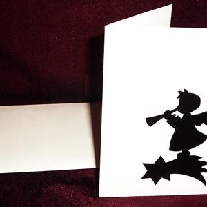 KARÁCSONYI ÜDVÖZLŐLAP / ÜDVÖZLŐKÁRTYA, ajándékkísérő, képeslap (trombitás), Otthon & Lakás, Papír írószer, Képeslap & Levélpapír, Papírművészet, Fehér kartonpapír alapra fekete öntapadós tapétából készített minta (borítékkal)\nA karácsonyi ajándé..., Meska