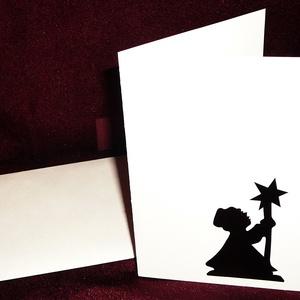 KARÁCSONYI ÜDVÖZLŐLAP / ÜDVÖZLŐKÁRTYA, ajándékkísérő, képeslap (csillagos), Ajándékkísérő, Papír írószer, Otthon & Lakás, Papírművészet, Fehér kartonpapír alapra fekete öntapadós tapétából készített minta (borítékkal)\nA karácsonyi ajándé..., Meska