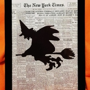"""BOSZORKÁNY / FALI KÉP (A/4-es méretű), Otthon & Lakás, Dekoráció, Kavics & Kő, Festett tárgyak, Egykori \""""The New York Times\"""" napilapra fekete alkoholos filccel rajzolt stilizált figura, fekete bár..., Meska"""