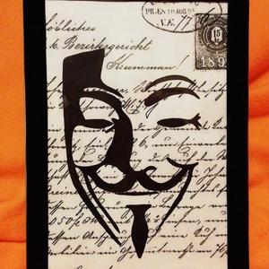 Vendetta Guy Fawkes Scary Party álarc/ FALI KÉP (A/4-es méretű), Otthon & Lakás, Dekoráció, Kavics & Kő, Festett tárgyak, Egykori kézírásos papírra fekete alkoholos filccel rajzolt stilizált figura, fekete bársony-keretben..., Meska