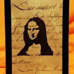 MONA LISA / FALI KÉP (A/4-es méretű), Otthon & Lakás, Dekoráció, Kavics & Kő, Festett tárgyak, Egykori kézírásos papírra fekete alkoholos filccel rajzolt stilizált figura, fekete bársony-keretben..., Meska