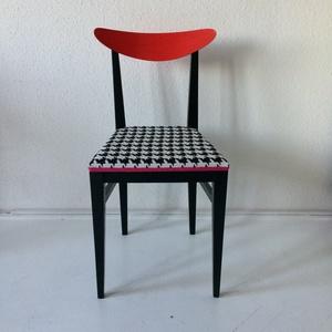 Lovechair 43. Retró kárpitozott szék, Bútor, Otthon & lakás, Szék, fotel, Dekoráció, Lakberendezés, Festett tárgyak, Újrahasznosított alapanyagból készült termékek, Tyúklábmintás huzat, a huzat a secondhand-ből,a székeket egy falusi házban találtuk, huzat és szék t..., Meska
