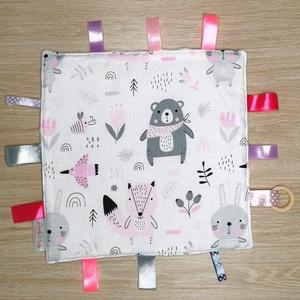 """Cimkekendő \""""rózsaszín-szürke macis nyuszis\"""" világos rózsaszín minky-vel, Játék & Gyerek, 3 éves kor alattiaknak, Készségfejlesztő, Varrás, A készségfejlesztő cimkekendő minden baba figyelmét felkelti. A különböző színek, anyagok és címkék ..., Meska"""