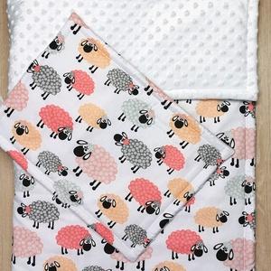 """Bélelt baba takaró + párna szett \""""rózsaszín bárányos\"""" fehér minky-vel, Játék & Gyerek, 3 éves kor alattiaknak, Varrás, A takaró és a párna is három rétegből áll. A felső réteg 100 % pamutvászon, közte paplanbélés a háto..., Meska"""