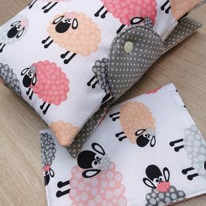 """Baba látogató ajándék csomag 2db-os \""""rózsaszín bárányos\"""", Játék & Gyerek, Babalátogató ajándékcsomag, Varrás, Baba látogató ajándék csomag tartalma:\n- utazó pelenkatartó táska (26x40)\n- eü. kiskönyv borító (18x..., Meska"""