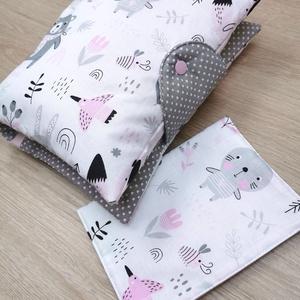 """Baba látogató ajándék csomag 2 db-os \""""rózsaszín-szürke macis nyuszis\"""", Játék & Gyerek, Babalátogató ajándékcsomag, Varrás, Baba látogató ajándék csomag tartalma:\n- utazó pelenkatartó táska (26x40)\n- eü. kiskönyv borító (18x..., Meska"""