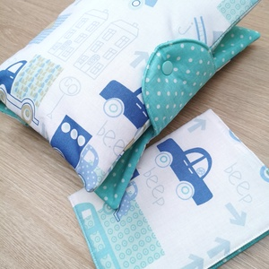 """Baba látogató ajándék csomag 2 db-os \""""kék autós\"""", Játék & Gyerek, Babalátogató ajándékcsomag, Varrás, Baba látogató ajándék csomag tartalma:\n- utazó pelenkatartó táska (26x40)\n- eü. kiskönyv borító (18x..., Meska"""