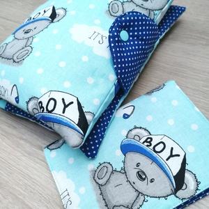 """Baba látogató ajándék csomag 2db-os \""""It\'s a boy kék macis\"""", Játék & Gyerek, Babalátogató ajándékcsomag, Varrás, Baba látogató ajándék csomag tartalma:\n- utazó pelenkatartó táska (26x40)\n- eü. kiskönyv borító (18x..., Meska"""