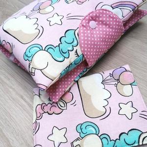 """Baba látogató ajándék csomag 2 db-os \""""rózsaszín unicornis\"""", Játék & Gyerek, Babalátogató ajándékcsomag, Varrás, Baba látogató ajándék csomag tartalma:\n- utazó pelenkatartó táska (26x40)\n- eü. kiskönyv borító (18x..., Meska"""