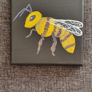 Méhecske, Otthon & lakás, Képzőművészet, Festmény, Akril, Festészet, Akril festéssel készült Méhecske vászonkép, fekete háttérrel\nMérete: 15 cm x 15 cm (feszített vászon..., Meska