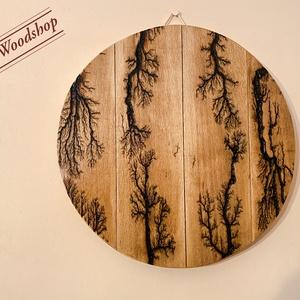 Egyedülálló 2000V-os függődísz, Otthon & Lakás, Dekoráció, Falra akasztható dekor, Famegmunkálás, Mindenmás, Bükkfából készült a képeken látható erdei fákat idéző fali dekoráció. \nA fa mintázatát Lichtenberg á..., Meska