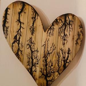 Elektrodíszített szív Lichtenberg ábrákkal , Otthon & Lakás, Dekoráció, Függődísz, Fenyőből vágott, 2000V-al díszített ajándék szív.  A szív egyedi mintázatát a 2000V valamint a faere..., Meska