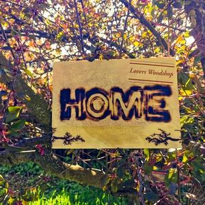 Otthon tábla égetett felirattal, 8000V-al díszítve, Otthon & Lakás, Dekoráció, Falra akasztható dekor, Mindenmás, Gravírozás, pirográfia, Akár egyedi tervek, elképzelések alapján, személyre szabható! Részletek hamarosan!\nPréselt falapra é..., Meska