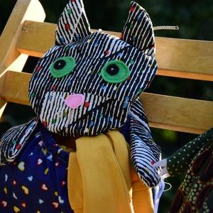Tároló hasú cica, Fali tároló, Tárolás & Rendszerezés, Otthon & Lakás, Baba-és bábkészítés, Varrás, Ez a cicasok mindent elnyel- pizsamát, sapkát, játékot, pelenkát... közeben a gyerek (és szülő) kedv..., Meska