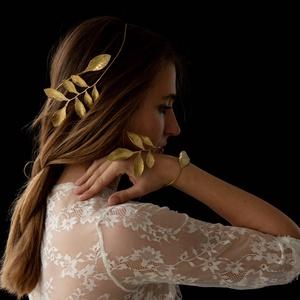 Leveles hajdísz, Esküvő, Hajdísz, Fejkoszorú, Ötvös, Fémmegmunkálás, Rézből készítem az ékszereket. Tudod réz, ezüst, aranyés rose gold színben kérni. Megrendelésre is k..., Meska