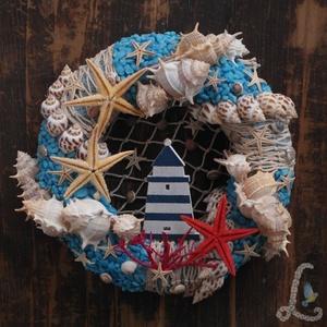 Ajtódísz világítótoronnyal, Dekoráció, Otthon, lakberendezés, Ajtódísz, kopogtató, Dísz, Virágkötés, 20 cm-es szalma alapra készítettem el ezt az ajtódíszt. Díszítéshez tengeri csigákat, csillagokat, ..., Meska
