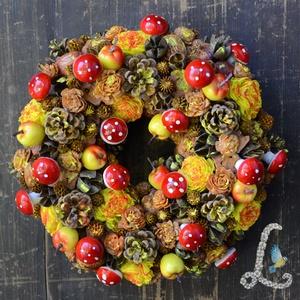 Őszi koszorú gombákkal, almákkal, tobozokkal, Otthon & lakás, Dekoráció, Dísz, Lakberendezés, Ajtódísz, kopogtató, Koszorú, Virágkötés, 20 cm-es szalma alapra készítettem el ezt a koszorút. A díszítéshez tobozokat, terméseket, virágokat..., Meska