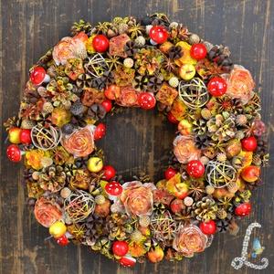 Nagy őszi koszorú almákkal, gombákkal, bogyókkal, Otthon & lakás, Dekoráció, Dísz, Lakberendezés, Ajtódísz, kopogtató, Koszorú, Virágkötés, 30 cm-es szalma alapra készítettem el ezt a koszorút. A díszítéshez különböző száraz terméseket, tob..., Meska
