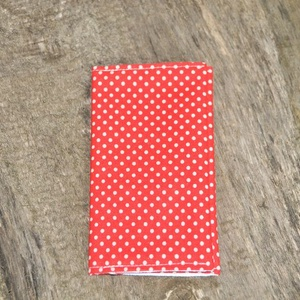 Papírzsebkendő tartó, Táska & Tok, Neszesszer, Varrás, 10 db papírzsebkendő fér bele.\n\nKülseje: Pamutvászon\nBelseje: Szatén\n\nTisztítása: Mosógépben és kézz..., Meska