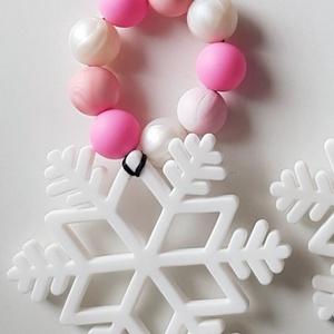 Hópehely szilikon rágóka, fogzáskönnyítő baba játék (rózsaszín), Gyerek & játék, Baba-mama kellék, Játék, Baba játék, Karácsony, Csomózás, Gyöngyfűzés, gyöngyhímzés, \n100% élelmiszer minőségű, BPA, nehézfém és mindenféle károsanyagoktól mentes, bevizsgált szilikongy..., Meska