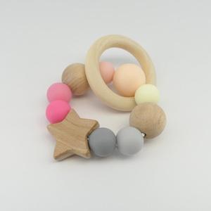 Marokrágcsa / rágókarika - Mini csillag - Rózsaszín/szürke, Gyerek & játék, Baba-mama kellék, Ékszer, Nyaklánc, Játék, Baba játék, Ékszerkészítés, Gyöngyfűzés, gyöngyhímzés, Rózsaszín - szürke - krém színekből összeállított szilikon marokrágcsa fa gyöngyökkel és egy kis csi..., Meska