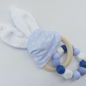 Marokrágcsa / rágókarika - Nyuszifüles - Kék, Gyerek & játék, Baba-mama kellék, Játék, Baba játék, Készségfejlesztő játék, Gyöngyfűzés, gyöngyhímzés, Varrás, Kék és fehér színekből összeállított szilikon marokrágcsa, melyre egy nyuszifüles rágókát fűztem.\nA ..., Meska