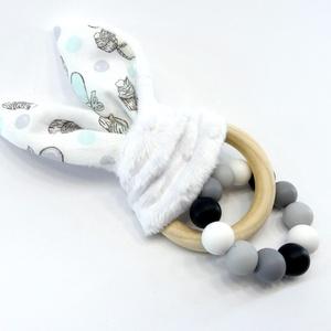 Marokrágcsa / rágókarika - Nyuszifüles - Fekete/fehér, Gyerek & játék, Baba-mama kellék, Játék, Baba játék, Készségfejlesztő játék, Gyöngyfűzés, gyöngyhímzés, Varrás, Fekete, szürke és fehér színekből összeállított szilikon marokrágcsa, melyre egy nyuszifüles rágókát..., Meska