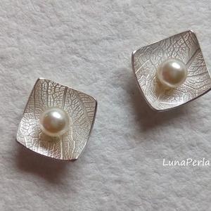 Swarovski - ezüst bedugós fülbevaló , Ékszer, Fülbevaló, Esküvő, Esküvői ékszer, Ékszerkészítés, Ötvös, Szépséges, 4 mm-es swarovski kristály gyönggyel és ezüsttel készítettem ezt a fülbevalót.\nMérete kb,..., Meska
