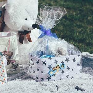 Pelenkabox babalátogatóba, Játék & Gyerek, Babalátogató ajándékcsomag, Mindenmás, Pelenka box csomag tartalma:\n– 43 db Pampers Active Baby pelenka\n– Puha takaró bárány plüss figuráva..., Meska