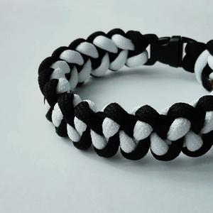 Black and White shark, Ékszer, Karkötő, Csomózás, Fekete - fehér színű, cápafog mintájú paracord karkötő. Műanyag csattal záródik. Belső kerülete: 19..., Meska