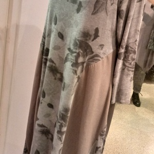 Szürke virágos pamut ruha, Ruha, Női ruha, Ruha & Divat, Varrás, Háromféle anyag kombinációjával készitettem ezt a pamutjersey ruhát.A szabásvonala által karcsusító ..., Meska