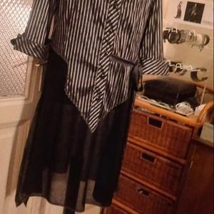 Ezüst-fekete csikos kombinált tunika, Táska, Divat & Szépség, Ruha, divat, Női ruha, Blúz, Varrás, Kétféle anyag kombinációjával készitettem ezt a tunikát.Felül ezüst fekete csikos ,alul fekete áttet..., Meska