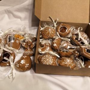 24 db-os mézes, Karácsony & Mikulás, Adventi naptár, Mézeskalácssütés, A dobozba 24 különböző mézest tettem, így adventi kalendáriumként is megállja a helyét. Vannak aszal..., Meska