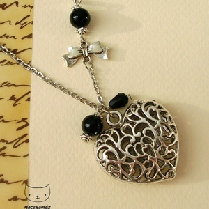 Ezüst szív - Antikolt ezüstszínű nyaklánc szív alakú medállal - ékszer - nyaklánc - medálos nyaklánc - Meska.hu