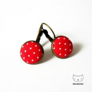 Piros-fehér pöttyös textilgomb fülbevaló, tűpöttyös gombékszer, akár menyecskeruhához, Ékszer, Fülbevaló, Lógós fülbevaló, Ékszerkészítés, Piros alapon fehér pöttyös (tűpöttyös) textilgombokból készült ez a fülbevaló.\n\nA fülbevalóalap anti..., Meska