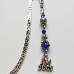 Kutyás ezüst színű könyvjelző, I <3 Dogs charm-mal, kék-lila-ezüst gyöngyökkel, Otthon & Lakás, Papír írószer, Könyvjelző, Gyöngyfűzés, gyöngyhímzés, Mindenmás, Kék, lila és ezüst színű gyöngyökkel és kutyás charm-mal díszített könyvjelzőt készítettem az állatb..., Meska
