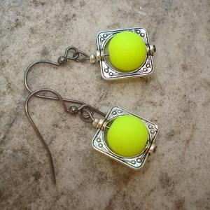 Neon sárga fülbevaló  (madaikati) - Meska.hu