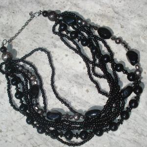 Fekete gyöngyös többsoros nyaklánc (madaikati) - Meska.hu